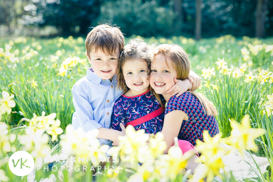 tips-photographing-kids-in-daffodils-vicki-knights
